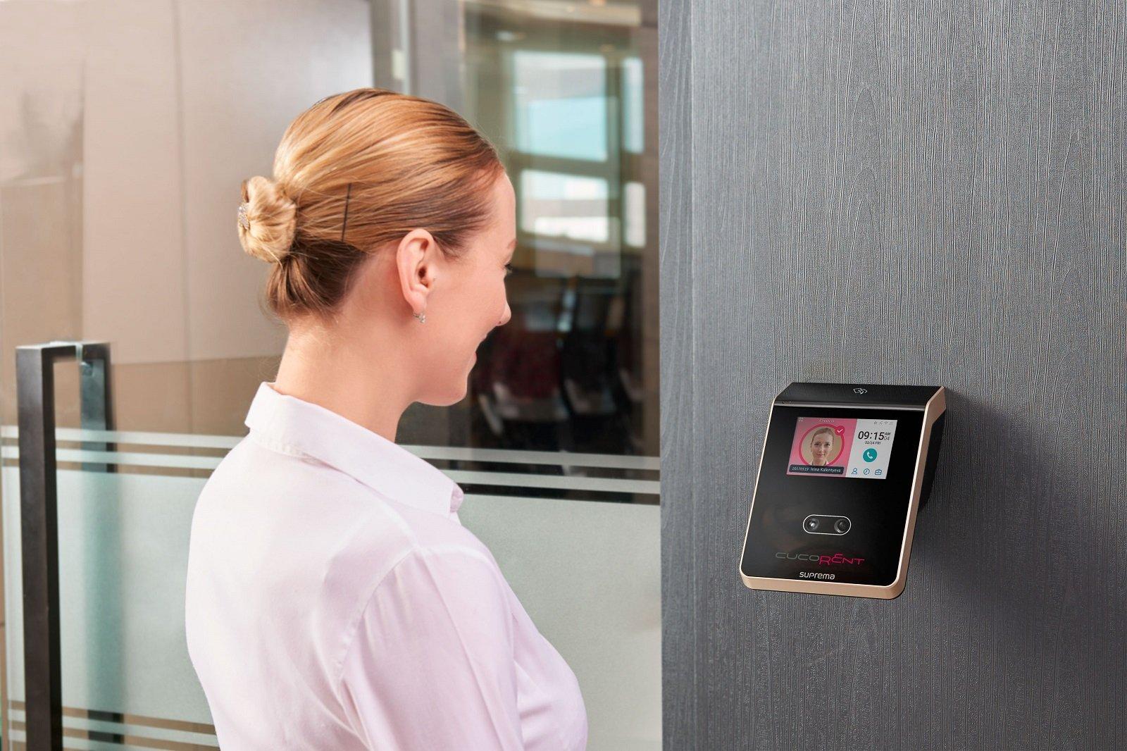 Биометрическая идентификация в офисе Lamoda